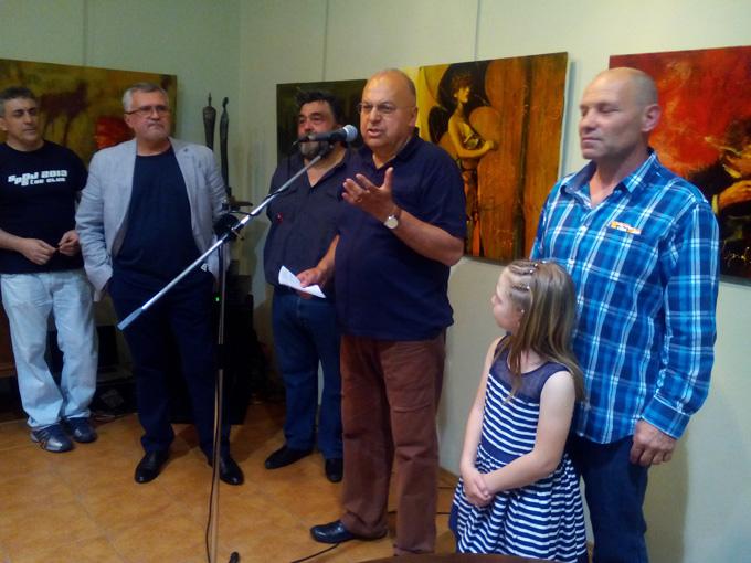 """Видният общественик д-р Панайот Ляков (в средата) по време на вернисажа в галерия """"Боев"""". Снимка: © галерия """"Боев"""""""