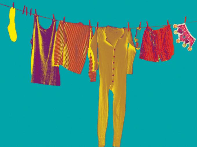 """Колаж по темата """"Новите дрехи на краля""""... Илюстрация: artnovini.com"""