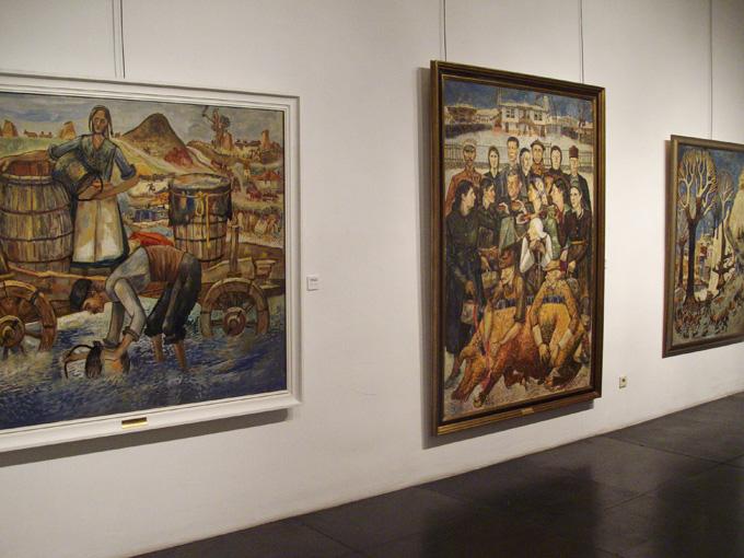 """Част от 15-те картини на Златю Бояджиев от колекцията на Градската художествена галерия в Пловдив, които трябваше да останат в БКИ Дом """"Витгенщайн"""" във Виена до 30 март т.г. Снимка: © artnovini.com"""