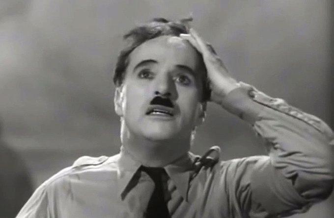 """Легендарният Чарли Чаплин като Аденоид Хинкел във филма """"Великият диктатор"""" (1940). Снимка: Screenshot of The Great Dictator"""